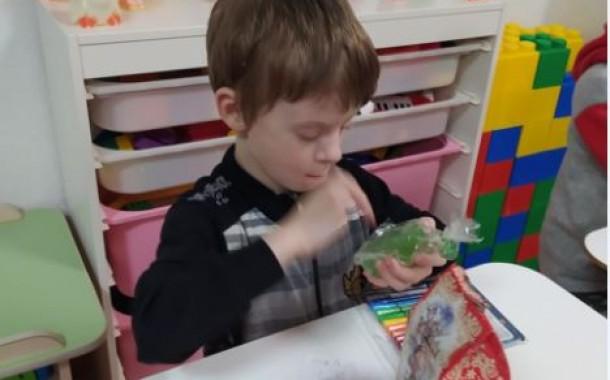Дети-сироты получили письма и подарки