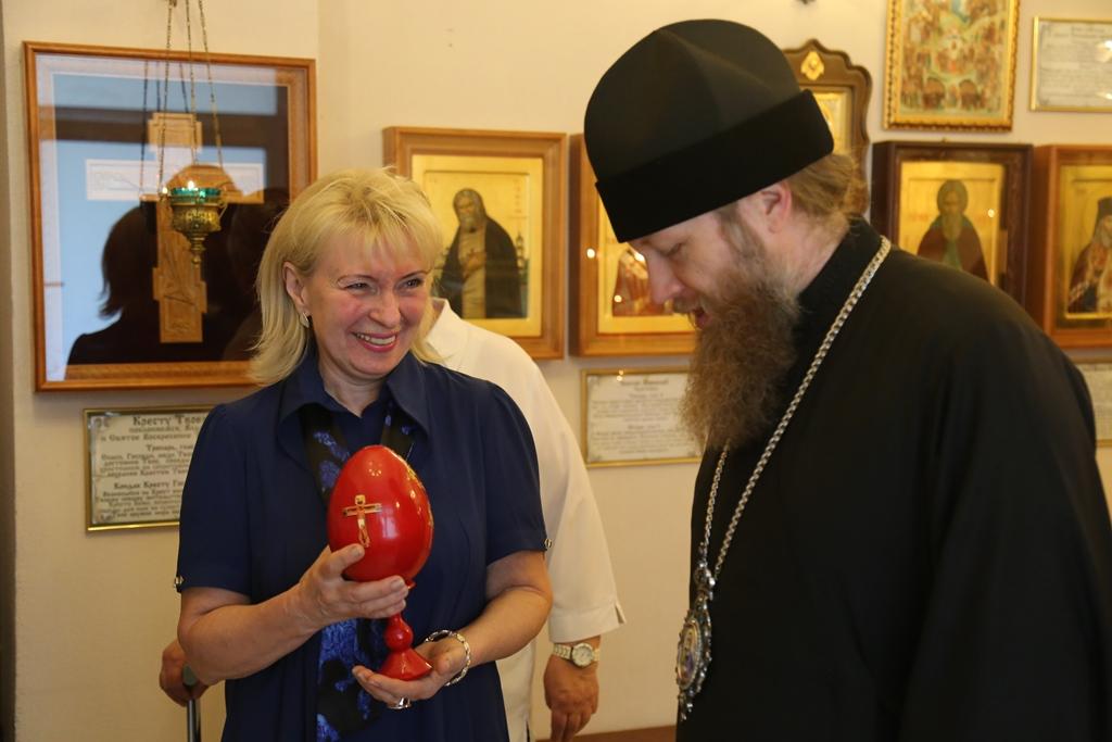 Епископ Воскресенский Савва посетил социальный жилой дом