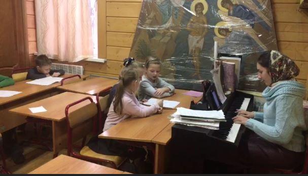 На уроке музыки в Воскресной школе