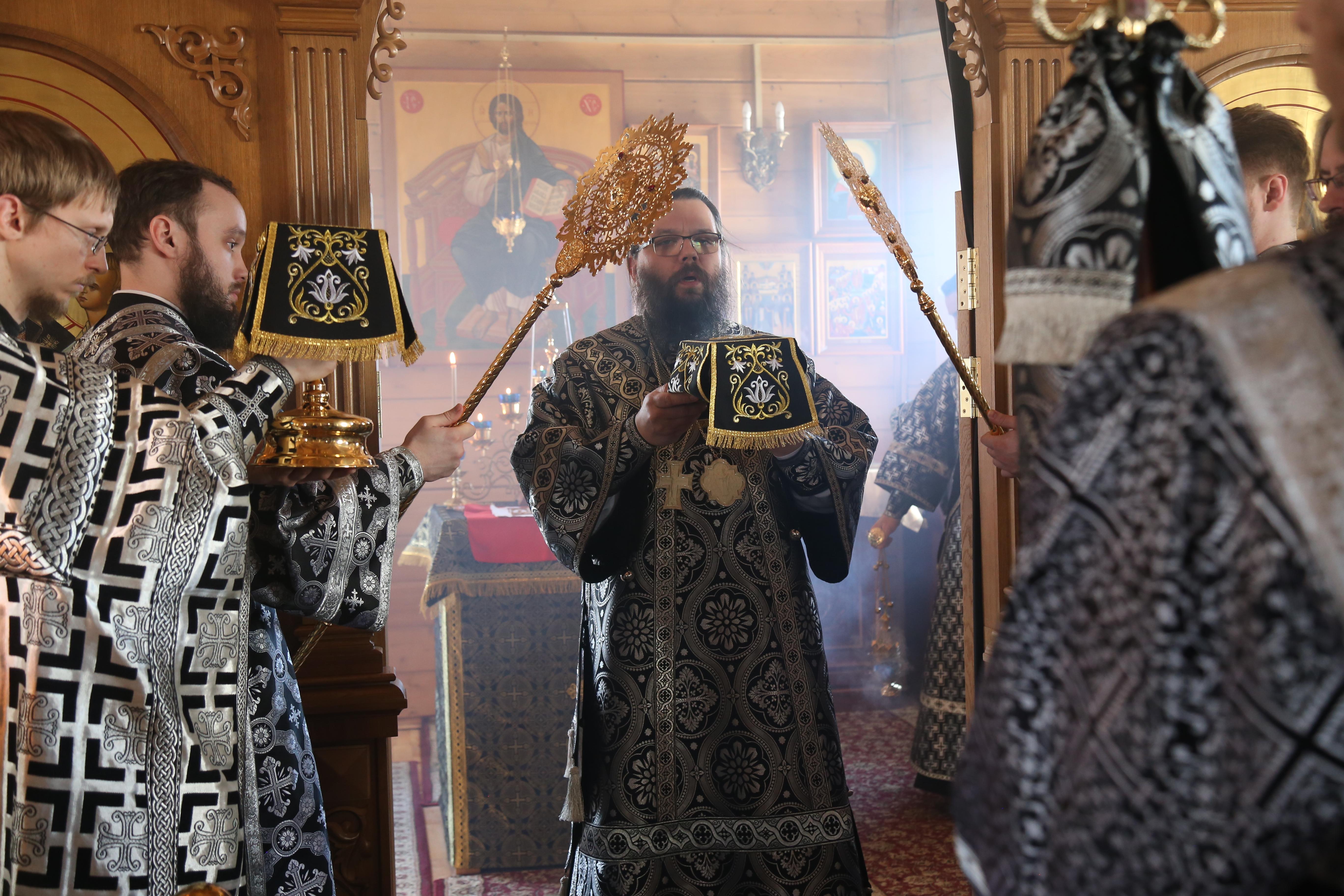 Архиепископ Егорьевский Матфей совершил Литургию Преждеосвященных Даров в нашем храме
